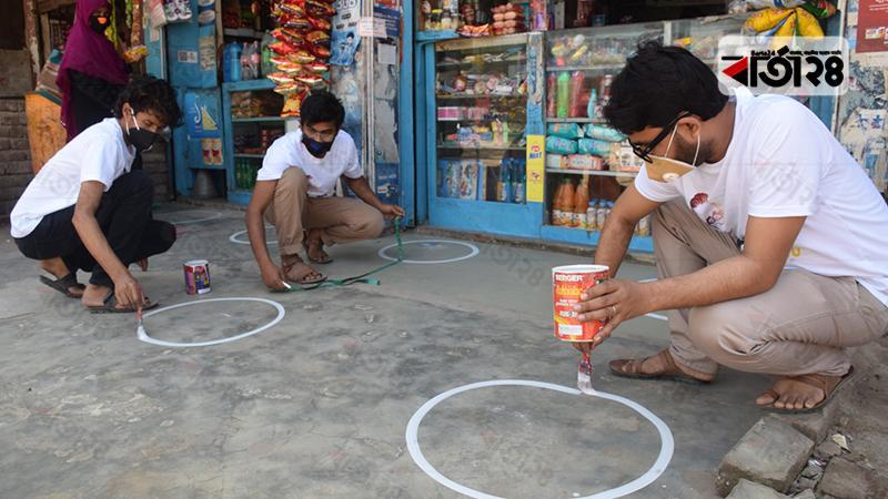 ঝিনাইদহে করোনা প্রতিরাধে দুই চিত্রশিল্পীর স্বেচ্ছাশ্রম