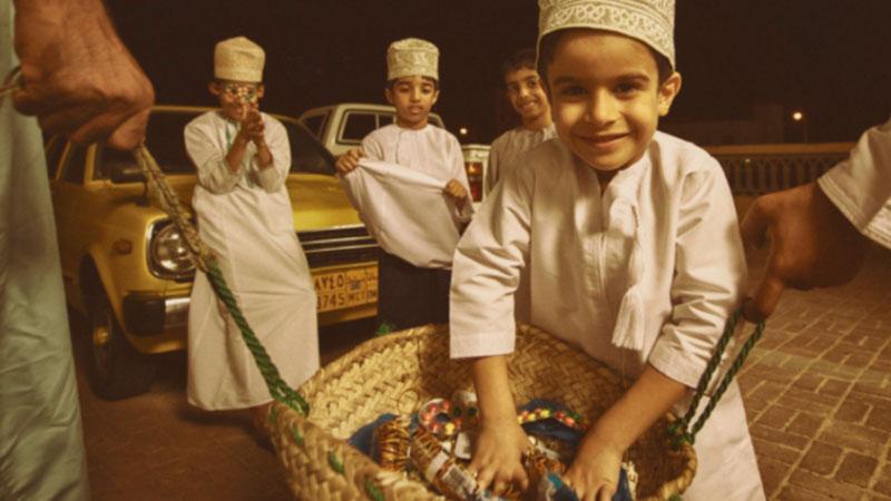 আরব আমিরাতের বাচ্চার রমজানের আগে গান গেয়ে বড়দের থেকে উপহার সংগ্রহ করে, এটা তাদের ঐতিহ্য, ছবি: সংগৃহীত