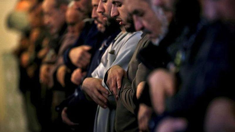 ফ্রান্সের মুসিমদের নামাজ আদায়ের দৃশ্য, ছবি: সংগৃহীত