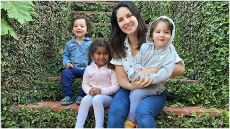 তিন সন্তানের সঙ্গে সানি লিওনি