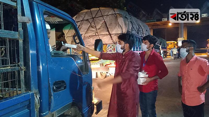 সেহেরি নিয়ে প্রতিদিন রোজাদারদের পাশে 'মানবিক আশুগঞ্জ'