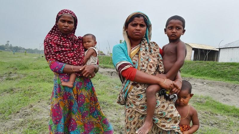 চর ঘনশ্যামপুরের অসহায় বাসিন্দারা।