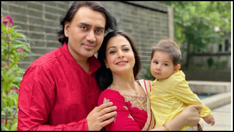 স্বামী ও সন্তানের সঙ্গে কোয়েল মল্লিক
