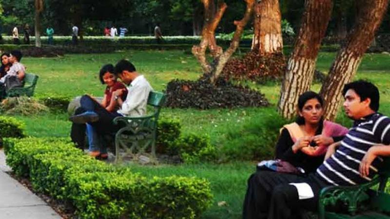 কলকাতার পার্কে প্রেমিক-প্রেমিকা। সংগৃহীত