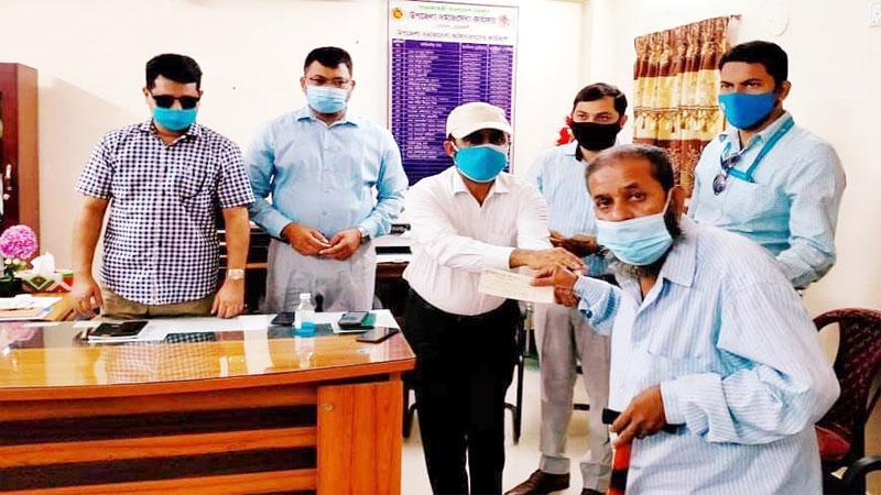 নোয়াখালীতে দুরারোগ্য  রোগে আক্রন্ত ২৮ জনকে অর্থিক সহায়তা