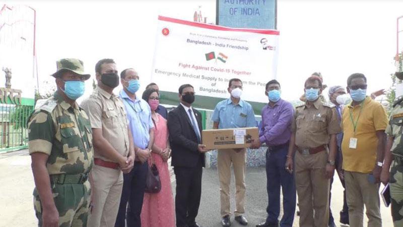 ভারতকে চিকিৎসা সামগ্রী উপহার দিয়েছে বাংলাদেশ