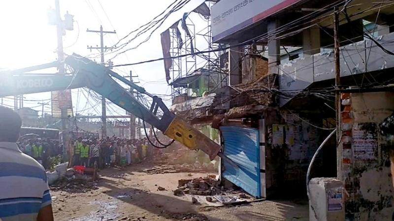 ঢাকা-আরিচা মহাসড়কের পাশে দুই শতাধিক অবৈধ স্থাপনা উচ্ছেদ